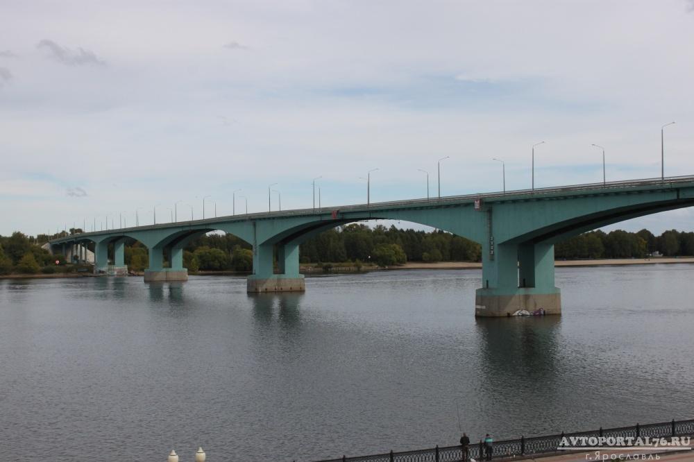 Работы по капитальному ремонту Октябрьского моста ведутся в ночное и дневное время.  На участке 1/2 части моста общей...