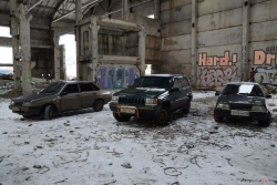 Jeep Grand Cherokee, Mercedes-Benz W124, ВАЗ 01099 триплетный сообщение с 00х (фото/видео)